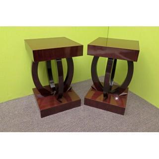 T 131  Coppia di tavolini dalla forma molto originale