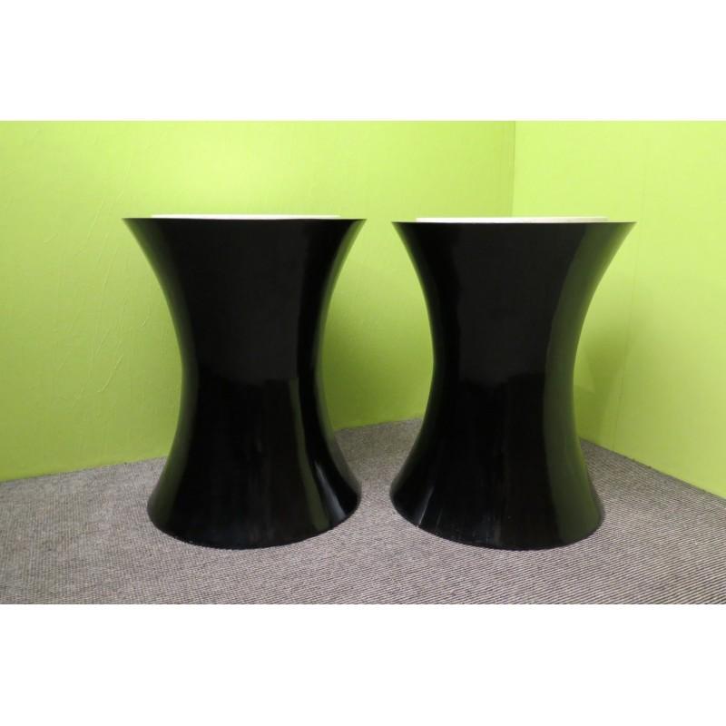 T 120  Coppia di tavolini in lacca nera