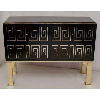 C 89  Cassettone in legno laccato nero e ottone