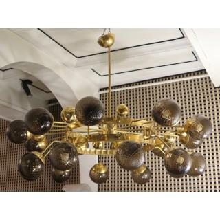 L 69  lampadario in ottone con sfere in vetro soffiato di Murano