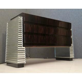 C 97  Cassettone lastronato in legno di ebano macassar