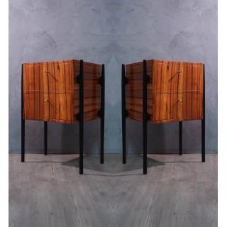 C 114 Coppia di comodini lastronati in legno di ciliegio