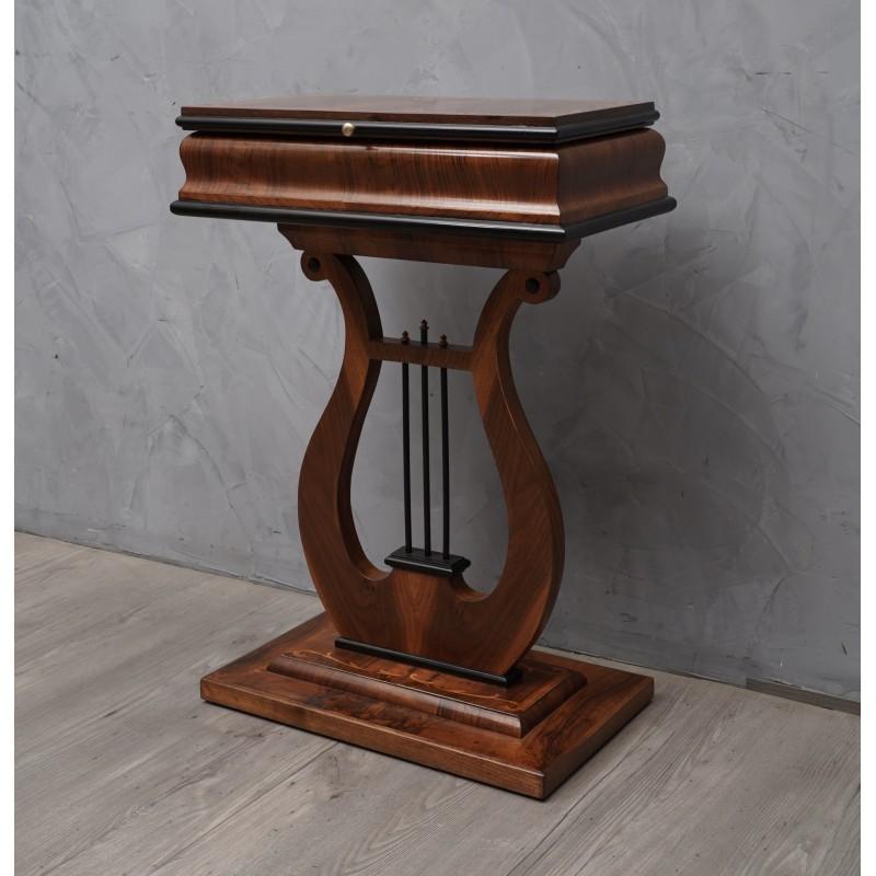 T 8 Tavolino Biedermeier con lira